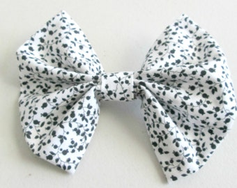 Black and White Floral Ivy Patterned Fabric Hair Bow