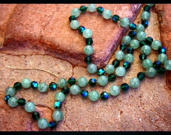 Vintage Aventurine Green Necklace Glass Beads Beaded Faceted Foiled Stone Gemstone Necklace