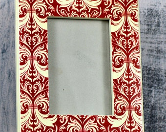 stylish rectangular frame...  classy white and red frame from an estate sale...  home decor...  photo display...     L T 10