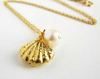 14k Gold Clam shell Sea Shell Oyster Pearl Necklace. Beach Necklace by AzizaJewelry