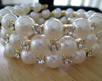 vintage costume jewelry  / fake pearl and rhinestone bracelet gold tone