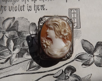 Antique Cameo pin brooch pendant Lovely face seashell