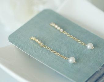 Long gold earrings, dainty earrings, minimalist earrings, Simple earrings, delicate modern jewelry, Natural pearl earrings