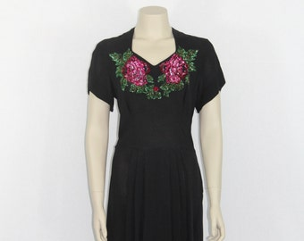 Cocktail Dress LBD - 1940s Vintage Dress - Black Crepe with Sequin Roses Bust -  Party Dress - 40 / 30 / 44