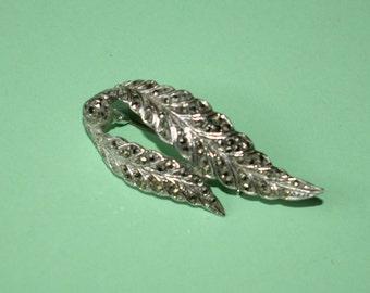 Elegant 1950s marcasite leaf brooch