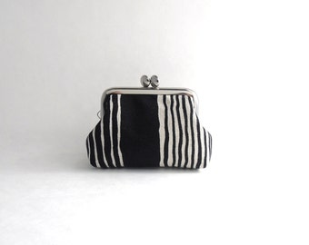 Coin Purse - Frame Mini Pouch Mini Jewelry Case with Ring Pillow - shadow