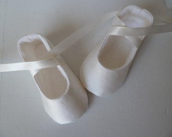 Baby Ballerina Shoes . Baby Girl Shoes . Creamy OFF-WHITE Silk Ballet Slippers . Baby Ballerina Flats .   Christening Shoes . Baptism Shoes