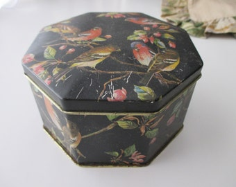 vintage floral  DECORATIVE Tin- birds, hinged, made in ENGLAND