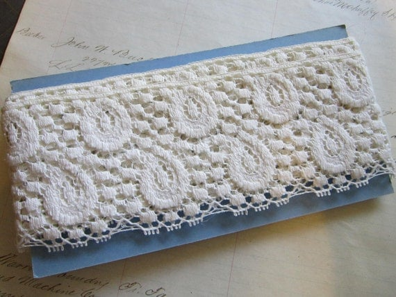 vintage lace - 2.5 yards x 3.25 inches - white