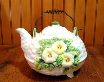 Basket Weave Daisy Teapot With Bail Handle