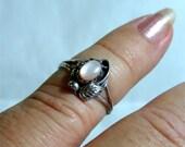 Small Vintage Navajo ring pink pearl size 6 Handmade