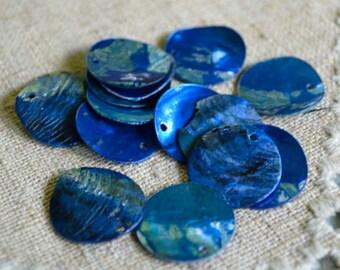 25pcs Mussel Shell Pendant Natural Drop 20mm Round Dark Blue
