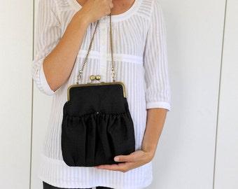 black purse. black bag. kisslock purse. metal frame purse. casual bag. black metal frame. kiss lock. black
