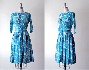blue floral dress 60s. vintage party dress. 1960's full dress. print dress. white & blue dress 50 60