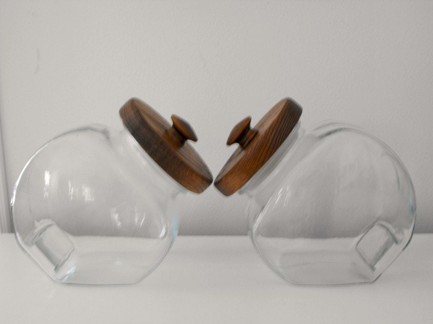 vintage 2 clear glass canisters with wooden lid pair of glass. Black Bedroom Furniture Sets. Home Design Ideas