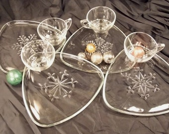 Vintage, Triangle Clear Glass Snow Flake pattern, Snack/Luncheon Plates and cups set of four