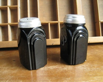 McKee Art Deco Salt and Pepper Shakers Black Glass Marked Roman Arch Vintage Kitchen