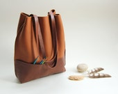 Sturdy minimalist leather tote bag - self closing - cognac and chocolate brown