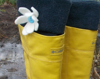 LINERS, Fleece Rain BOOT Liners, Navy With White Flower, Rain Gear, Springtime, Outdoor, Womens, Wellie Inserts, Sm/Med 6-8 Boot