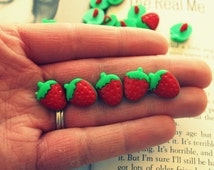 5 STRAWBERRY Buttons..kitsch. retro. fruit. earrings. beads. dessert. food. berries. jewelry. melon. kitschy charms. red berries. fun. seeds