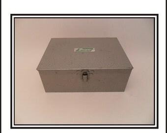Industrial Dwyer Magnahelic Pressure Guage Box.