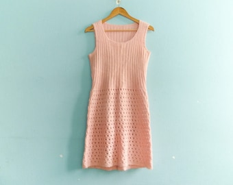 Vintage pastel pink knit dress / women's knitwear / day dress / fitted / sleeveless / medium small