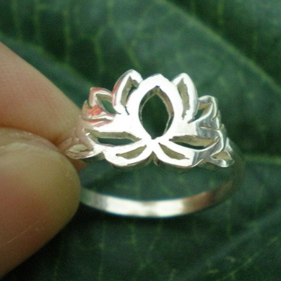 om lotus silver ring sterling silver ring flower ring. Black Bedroom Furniture Sets. Home Design Ideas