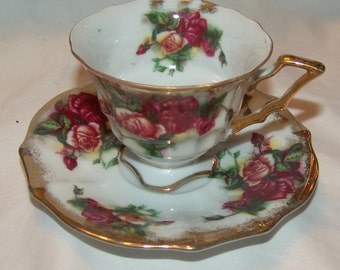 Royal Sealy Gold Trimmed Red Roses Vintage Teacup Saucer set
