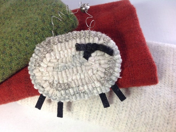 Hooked Sheep Ornament,  Gray and White, J628, Rug Hooked Ornament, Tree Ornament, Door Hanger, Rug Hooked Gift