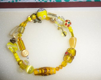Beautiful Vintage Yellow Art Glass Crystal Metal Bead Bangle