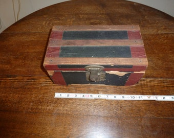 "Minature Trunk,  Salesman Sample/Doll Trunk Ca. 1930""s"