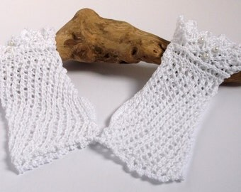 Hand knitted woman's wristwarmers / fingerless gloves. Wedding accessory.