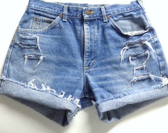 Vintage 80's LEE High Waisted Blue denim Shorts Waist 31 inches