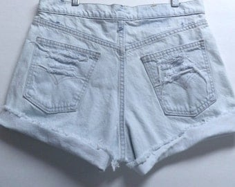 LEVIS Light wash Cut Off Denim Shorts Waist 31 inches