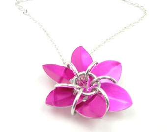 Pretty In Pink Flower Necklace