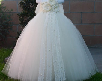 Flower girl dress. All Ivory tutu dress With Bow.Ivory flower girls tutu dress.Ivory dress.Wedding flower girls.Price does not include bow