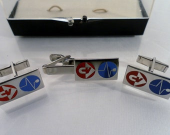 Vintage 1960's Unique HTF Chance Vought Aircraft Aerospace Company Logo Cuff links & Tie Bar Set Bright Silvertone in Box. SIgned.