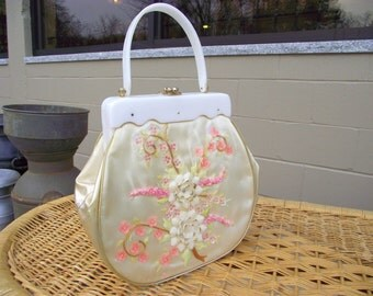 Sea SHELL Flowers Bag Purse Handbag with Real Seashells and Fantastic Lucite Handle - American Retro