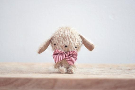 August pequeño cachorrito de peluche - hecho por encargo