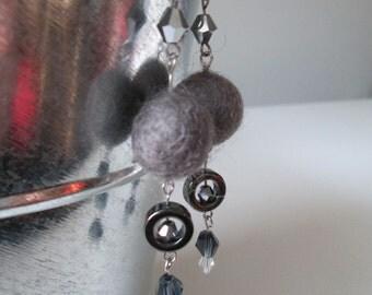 Boucles d'oreilles gris souris en acier inoxydable (hypoallergique) / Charcoal grey stainless steel earrings (Hypoallergic)