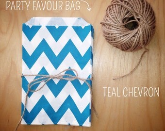 Teal and White Chevron Pattern Party Favour Bags - 5 x 7 inch Favor Gift Bag - Packet of 12