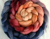 Hand-dyed Haunui New Zealand Halfbred combed wool roving (tops) - graduate dyed - 100gr Nightfall over natural Light Grey
