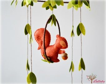 Squirrel mobile - woodland - Nursery baby mobile - Felt green, auburn brown and cinnamon squirrel - Nursery decor - MADE TO ORDER