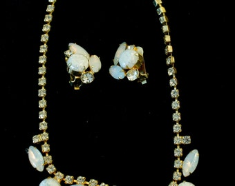 Beautiful Demi Parure of Moonstone, Confetti Cabochon and Rhinestones Goldtone Sparkle!