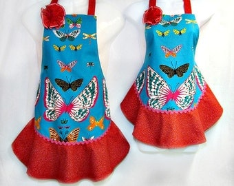 Aprons MOMMY & ME Set, Pink BUTTERFLIES on Teal, Mother Daughter, Ruffled Flounce, Pretty Kitchen Gift