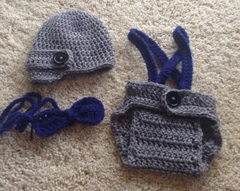 Crochet Baby Boy Newsboy Set with Suspenders and Bowtie, Photography Prop Set, Size Newborn and Infant – Grey Heather & Soft Navy