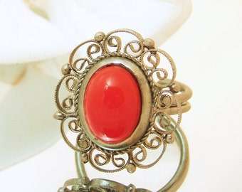 Vintage Silver Italy Filigree Coral Cabochon Ring Stamped Bezel Set Very Good Cond. Adjustable Size 5