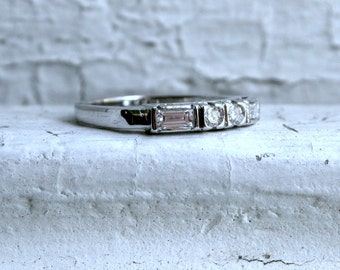 Vintage 14K White Gold Baguette and Round Diamond Wedding Band - 0.38ct.