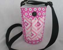 Water Bottle Holder Sling//Walkers Insulated Water Bottle Cross Body Bag// Hikers Water Bag-Pink with white flowers and pink chevron pockets