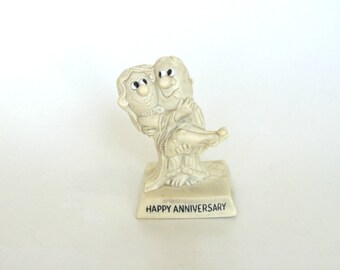 R & W Berries Figurine Statue 1968 Happy Anniversary Collectible Ross and Wallace Berries Figurine Man Carries Woman